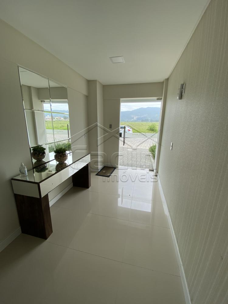 Comprar Apartamento / Padrão em Navegantes R$ 330.000,00 - Foto 3