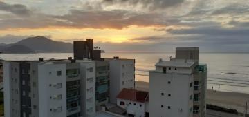 Alugar Apartamento / Padrão em Navegantes. apenas R$ 530.000,00